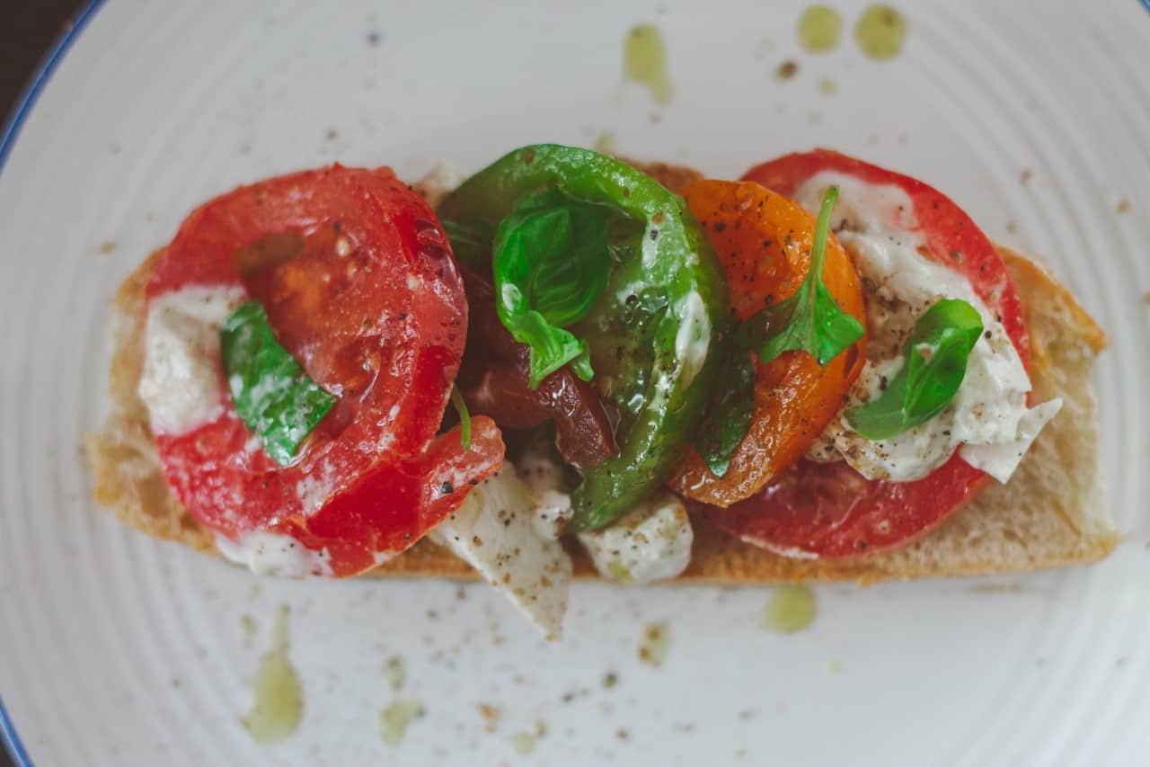 How to Make a Simple Vegan Caprese Salad
